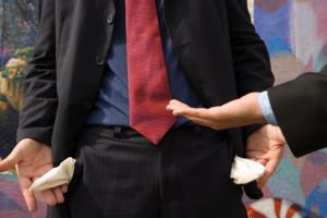 Незаконное выбивание долгов – что нужно об этом знать
